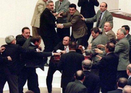 Самые жаркие драки между политиками и бизнесменами